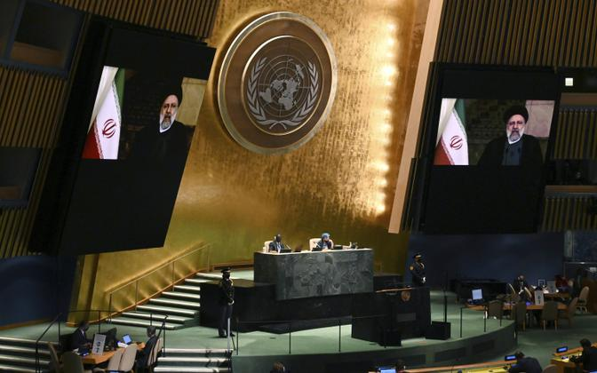 Ebrahim Raisi ÜRO peaassambleele kõnelemas.