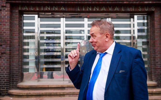 Aivar Riisalu Tallinna linnavalitsuse ees