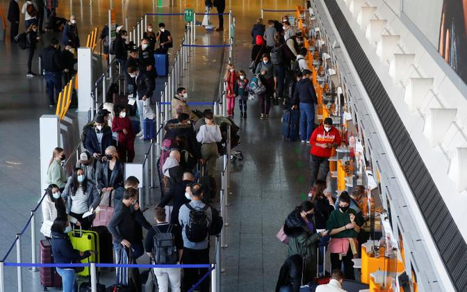 Reisijad Frankfurdi lennujaamas.
