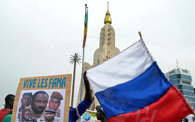 Huntat toetav meeleavaldus Bamakos.