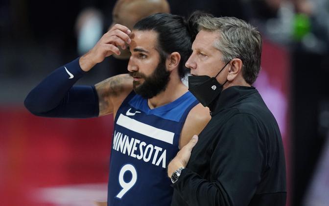 Endine Minnesota mängija Ricky Rubio (vasakul) ja meeskonna peatreener Chris Finch (paremal)