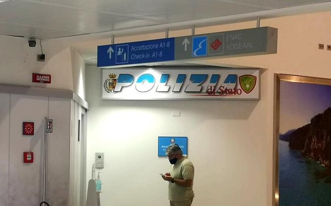 Politseijaoskond Sardiinia lennujaamas, kus Kataloonia endine president Carles Puigdemont vahi all on.
