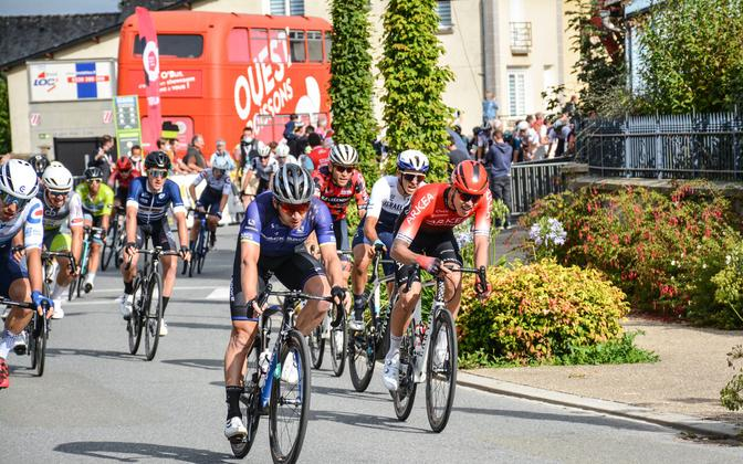 Markus Pajur (paremal punases) Bretagne velotuuri viienda etapi finišis