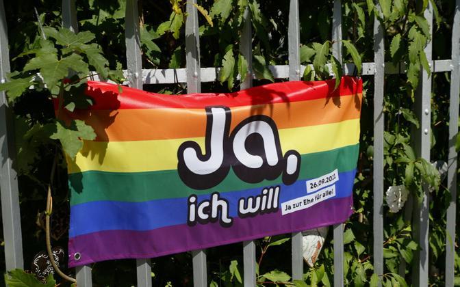 Rahvahääletuse kampaaniaplakat Berni tänaval.