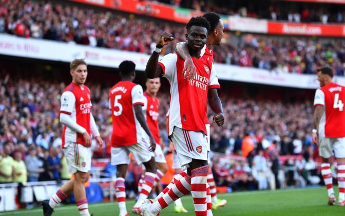 Bukayo Saka (keskel) andis Arsenali võidumängis Tottenhami üle väravasöödu ning sahistas ka ise võrku