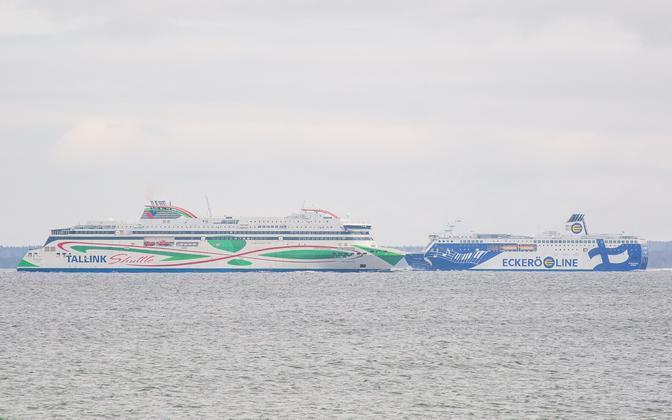 Паромы в Таллиннском порту.