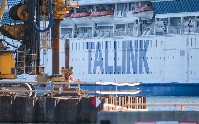 Судно Tallink в порту.