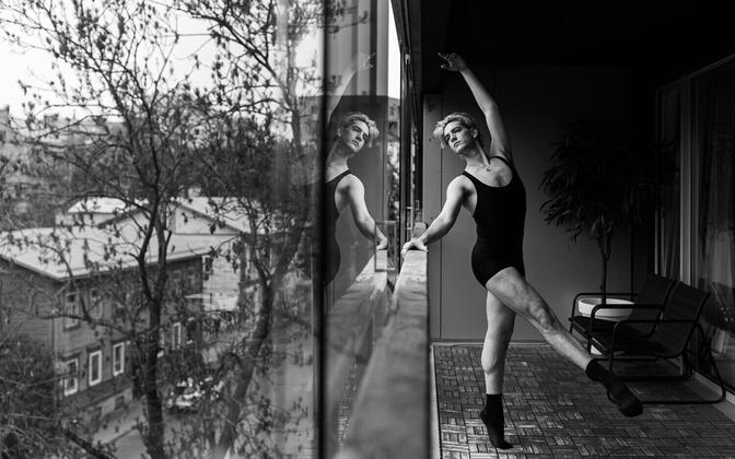 Pressifotograaf Stanislav Moškovi fotoprojekt Estonia teatri balletitantsijaist karantiinis