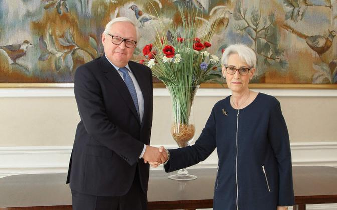 Sergei Rjabkov ja Wendy Sherman Genfis.