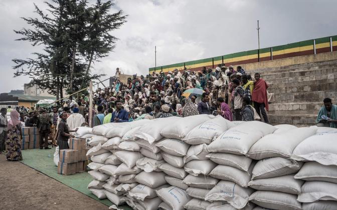 Etioopia sõjapõgenikud ÜRO toiduabi jagamisel.