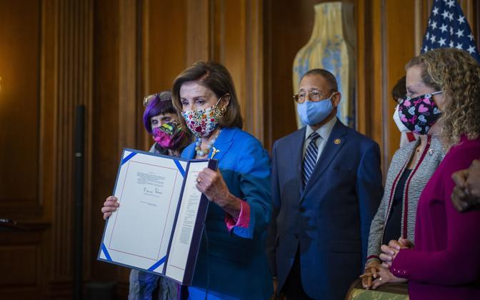 Nancy Pelosi koos teiste USA kongressi demokraatidega.