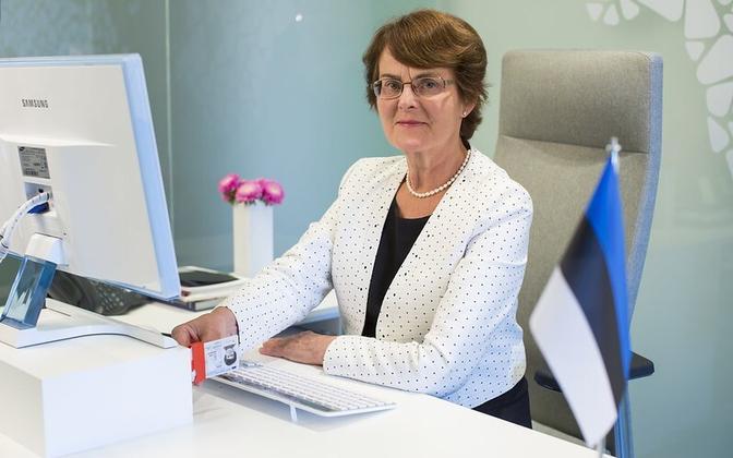 Liia Hänni casting her vote via the Internet.