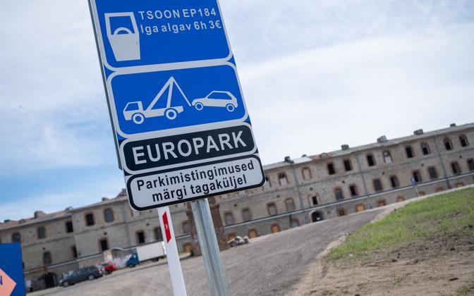 При нарушении условий парковки на общественной платной парковочной территории Таллинна назначается решение о начислении пени.