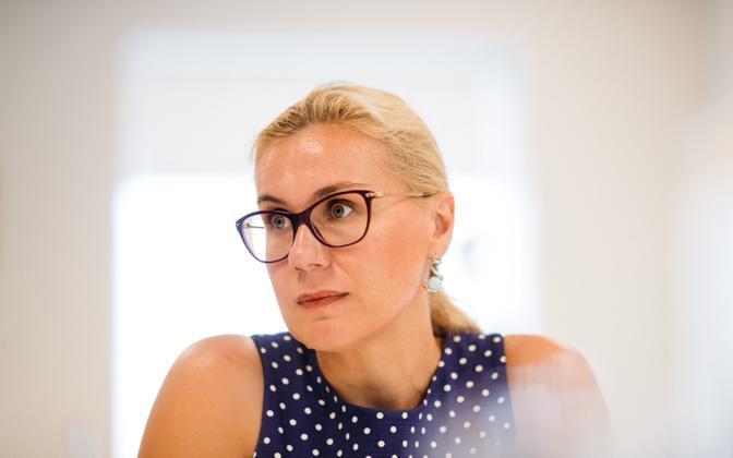 Estonia's European Commissioner Kadri Simson (Center).