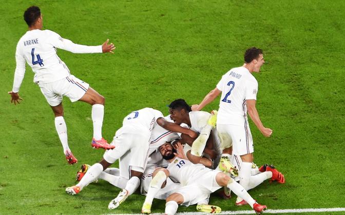 Prantsusmaa jalgpallikoondis neljapäevast võiduväravat tähistamas