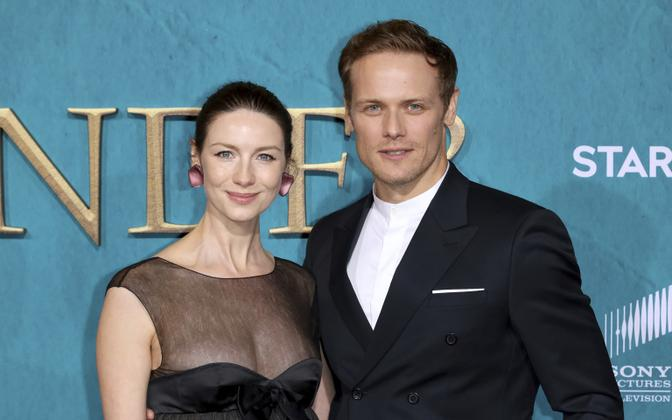 Исполнители главных ролей в «Чужестранке» Катрина Балф и Сэм Хьюэн.