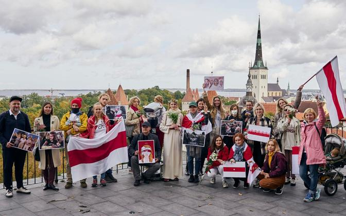 Participants in a march in Tallinn to support Belarusian women on October 11.