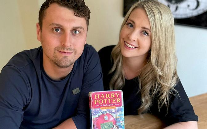 Harry Potter õe ja oksjonil müüdud raamatuga.